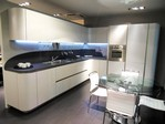 La cucina Ola 20 di Snaidero Cucine con design Pininfarina rinnova di nuovo il concetto di cucina componibile moderna.